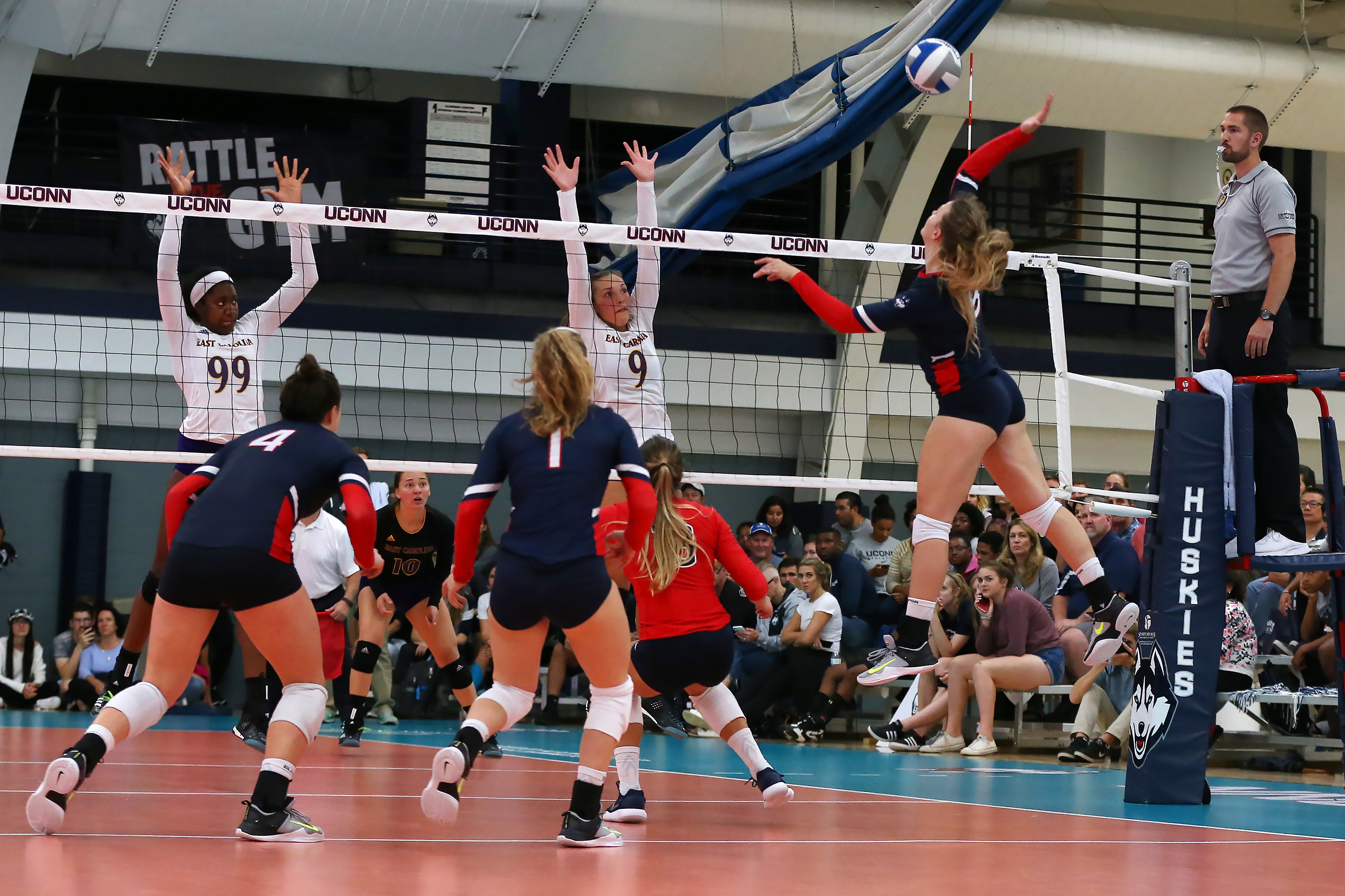 Volleyball Gets Slashed At Ucf 3 0 University Of Connecticut Athletics